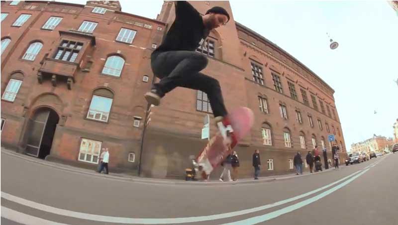 Andre Kondoch mit einem Skateboard Clip aus Kopenhagen